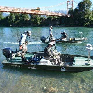 Inicio de la jornada, pescando en el río Rosselot