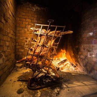 Cordero en nuestro Quincho para Pescadores, tradición de la última noche de su Estadía.