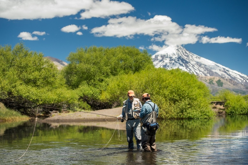 Fly fishing patagonia fly fishing outfitter fly for Fly fishing outfitters