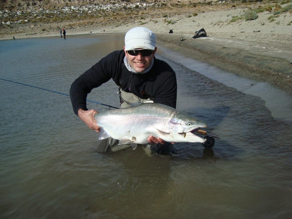 Hugo tello fly fishing guide fly dreamers directory for Santa cruz fishing