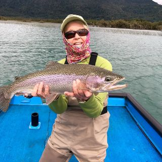 LADY POWER - NICE RAINBOW LAKE YELCHO