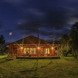 El Refugio de noche.