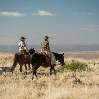 Riding at the top of the mesa formation where you can appreciate the confluence of the chimehuin & Alumine rivers!