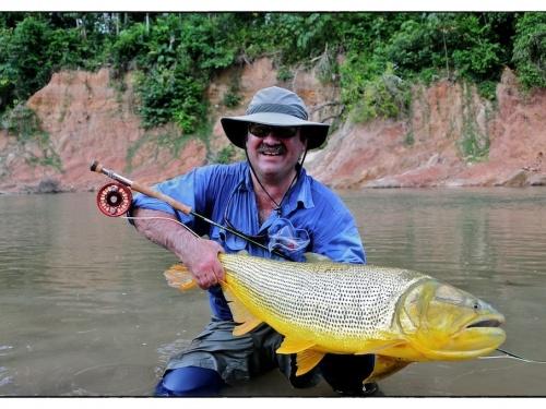 Por Nicolás Schwint y Luis San Miguel. Marcelo Morales es un referente absoluto en la pesca con mosca. Ha logrado trascender la frontera Argentina debido a la calidad de sus artículos, moscas y cañas de bambú. Quien haya visto su serie de moscas de Ca...