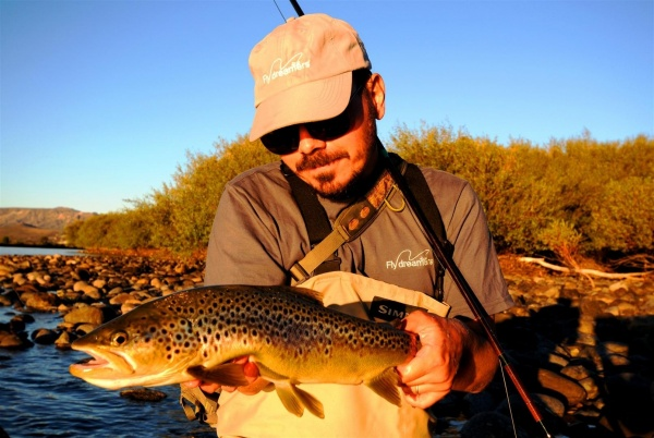 Nicolás Schwint 's Fly-fishing Imageof a Brown trout– Fly dreamers