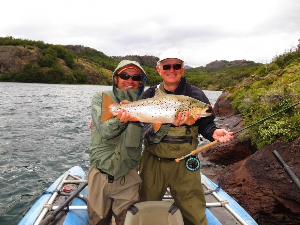 Salmo <strong>Patagonia</strong> Lodge 's Fly-fishing Catchof a Brown trout– Fly dreamers