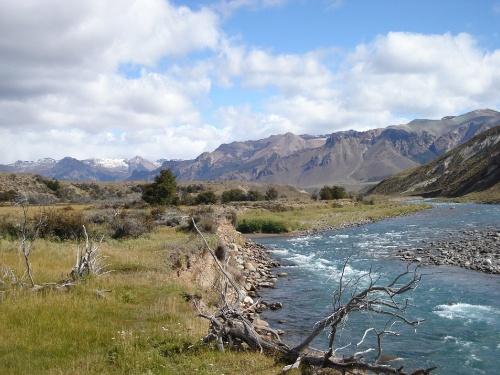 Río Jeinimeni Provincia de Santa Cruz.. por Ruta Prov. n° 41