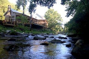 Roaring River Vineyards and lodging