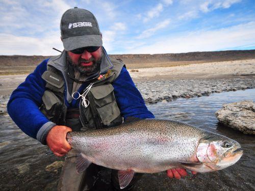 Algunas ideas que los ayudarán en la búsqueda de las mejores truchas especialmente en aguas muy frecuentadas por los pescadores.. Durante mis años como guía de pesca en Patagonia norte vi suceder esto continuamente.  Muchos pescadores que legaban a es...