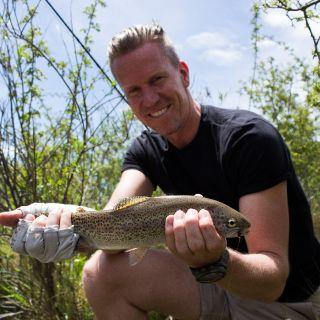 Uno de nuestros clientes disfrutando la pesca del arroyo San Pablo
