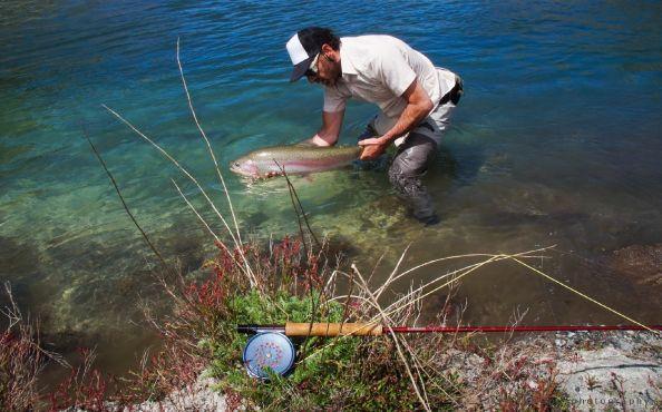 Partió bien la temporada en la Patagonia, ríos llenos de agua y de arcoíris. @aituepatagonia