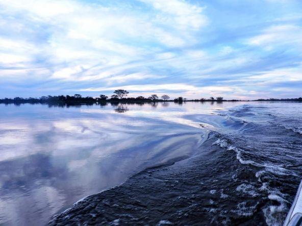 Ondas y reflejos. Esquina, Corrientes