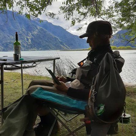 Esos momentos de break que da la pesca: vino, café, mate, un libro, pestañear, una conversación o contemplar. Gracias Xime y Jorge por visitarnos y compartir con nosotros.