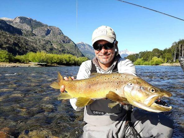Felicitaciones @kito_uy buena marrón  Sixty Club (60 cm) Río Palena - Patagonia Chilena Buenos recuerdos / Temporada anterior